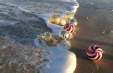 christmas summer beach-1102692_1920
